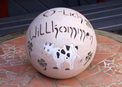 keramik-kugel-willkommen-kuh